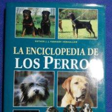 Libros de segunda mano: LA ENCICLOPEDIA DE LOS PERROS. BUEN ESTADO TAPA DURA. 225 FOTOS DE RAZAS DE PERROS. Lote 178912678