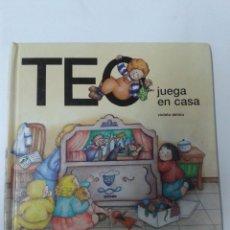 Libros de segunda mano: TEO JUEGA EN CASA. Lote 179955968