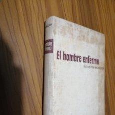 Libros de segunda mano: EL HOMBRE ENFERMO. VICTOR VON WEIZSACKER. VIKTOR. PAGINAS AMARILLENTAS. PORTADA MANCHADA. RARO. Lote 180171601