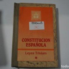 Livros em segunda mão: CONSTITUCION ESPAÑOLA / LEYES TRIVIUM. Lote 181555665