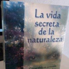 Libros de segunda mano: LA VIDA SECRETA DE LA NATURALEZA. MUNDOS OCULTOS, HADAS, QUARKS..- TOMPKINS, PETER (PRECINTADO). Lote 181728615