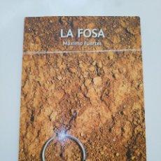 Libros de segunda mano: LA FOSA.- MAXIMO FUERTES. (DEDICATORIA DEL AUTOR). Lote 182206107