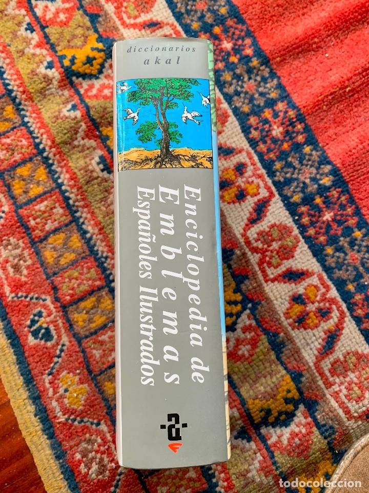 Libros de segunda mano: emblemas de españoles ilustrados ediciones akal 1999 contiene cd nuevo - Foto 2 - 182702003
