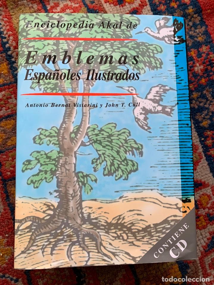 EMBLEMAS DE ESPAÑOLES ILUSTRADOS EDICIONES AKAL 1999 CONTIENE CD NUEVO (Libros de Segunda Mano - Bellas artes, ocio y coleccionismo - Otros)