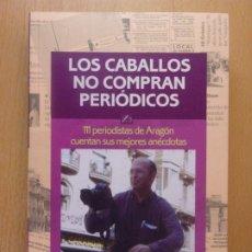 Libros de segunda mano: LOS CABALLOS NO COMPRAN PERIÓDICOS / COOR. MARIANO GISTAÍN / 2002. Lote 182886490