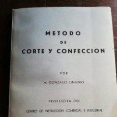 Libros de segunda mano: MÉTODO DE CORTE Y CONFECCIÓN - CON LÁMINAS DESPLEGABLES. Lote 183054922