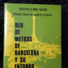 Libros de segunda mano: RED DE METROS DE BARCELONA Y SU ENTORNO - 1974 - CON DESPLEGABLES - DEDICATORIA DEL PRESIDENTE. Lote 184437726