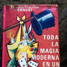 Libros de segunda mano: TODA LA MAGIA MODERNA EN UN PAÑUELO - ERNESTO PRACCHIA - ERNEST - FOTOGRAFÍAS - CON SOBRECUBIERTA. Lote 186455481