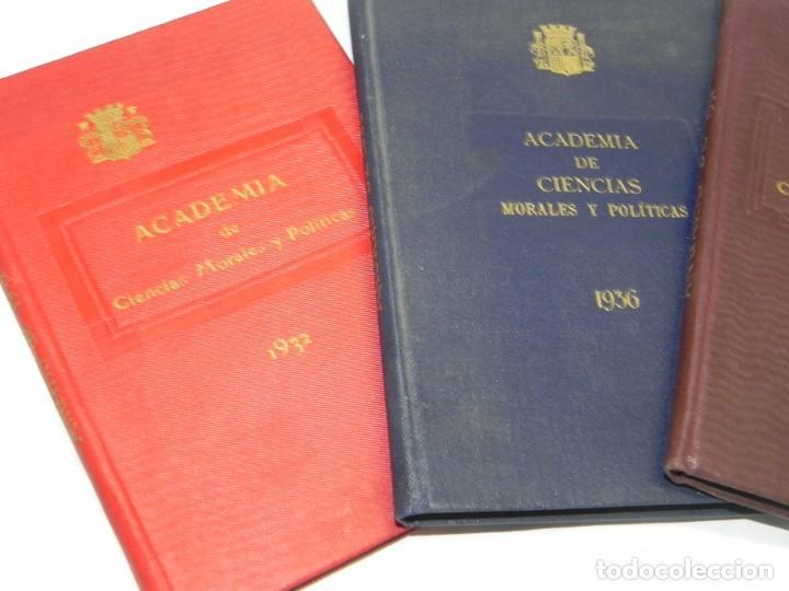 Libros de segunda mano: REAL ACADEMIA DE CIENCIAS MORALES Y POLITICAS, AÑOS 1926, 1931, 1932 Y 1936, REPUBLICA. MIDEN 15,5 X - Foto 2 - 186652550