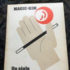 Libros de segunda mano: UN SIGLO DE ILUSIONISMO EN CATALUNYA 1880 - 1980 - MAGIC - KIM (JOAQUÍN VILAJOSANA PUNTI) - FOTOS. Lote 187119078