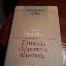 Libros de segunda mano: EL MIEDO DEL PORTERO AL PENALTY - PETER HANDKE. Lote 188838563