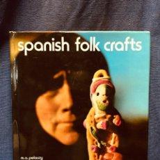 Libros de segunda mano: SPANISH FOLK CRAFTS FLOCLORE ESPAÑOL EDITORIAL BLUME ARTE TEXTIL MADERA CRISTAL EN INGLÉS 1978. Lote 189140676