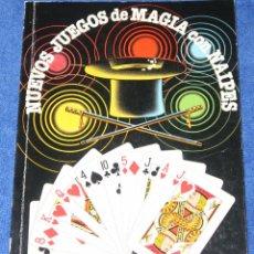 Libros de segunda mano: NUEVOS JUEGOS DE MAGIA CON NAIPES - SANTIAGO DE LA RIVA DOMÍNGUEZ - FOURNIER (1988). Lote 191749968