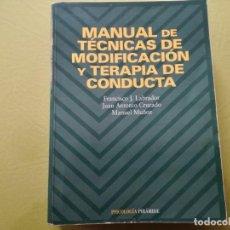 Libros de segunda mano: MANUAL DE TECNICAS DE MODIFICACIÓN Y TERAPIA DE CONDUCTA. FRANCISCO J. LABRADOR.. Lote 207680548
