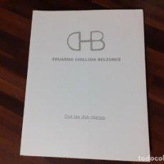 Libros de segunda mano: EDUARDO CHILLIDA BELZUNCE - CON LAS DOS MANOS - CATÁLOGO MUSEO ADRA 2003. Lote 192110896