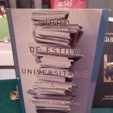 Libros de segunda mano: CARLOS ARROYO/FRANCISCO JOSÉ GARRIDO. LIBRO DE ESTILO UNIVERSITARIO, ACENTO EDITORIAL 1997. Lote 193287612