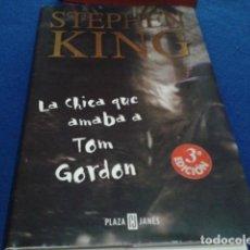 Libros de segunda mano: LA CHICA QUE AMABA A TOM GORDON. STEPHEN KING. PLAZA & JANÉS.3ª EDICIÓN 2000. TAPA DURA.. Lote 193925323