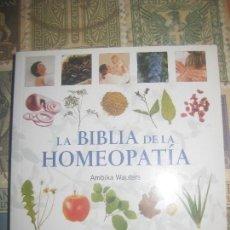 Libros de segunda mano: LA HOMEOPATIA: GUIA COMPLETA DE LOS REMEDIOS HOMEOPA TICOS (EN PAPEL) AMBIKA WAUTERS ,. Lote 193941453