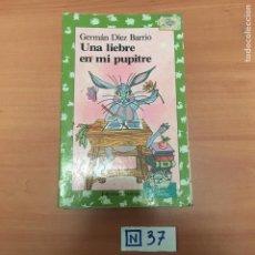 Libros de segunda mano: UNA LIEBRE EN MI PUPITRE. Lote 194080952