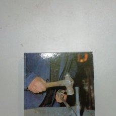 Libros de segunda mano: HECHO CON MANOS RIOJANAS. Lote 194336722