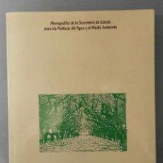 Libros de segunda mano: ÁRBOLES EN LA CIUDAD. FUNDAMENTOS DE UNA POLÍTICA AMBIENTAL BASADA EN EL ARBOLADO URBANO. MOPT, 1992. Lote 194393347