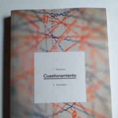 Libros de segunda mano: CUESTIONAMIENTO I TERRITORIO .II SOCIEDAD .. SE BUSCA COMISARIO MADRID 2016 . .....ARTE SIGLO XXI. Lote 194492396