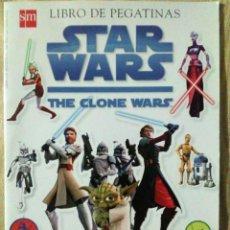 Libros de segunda mano: LIBRO PEGATINAS STAR WARS THE CLONE WARS SM 2008 COMPLETO. Lote 194528800