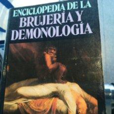 Libros de segunda mano: ENCICLOPEDIA DE LA BRUJERÍA Y DEMONOLOGIA ROSSELL HOPE ROBBINS EDITORIAL DEBATE 1992. Lote 194660130