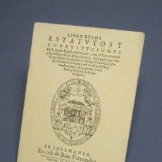 Libros de segunda mano: LIBRO DE LOS ESTATUTOS Y CONSTITUCIONES DE LA SANTA IGLESIA DE OVIEDO-EDICIÓN FACSÍMIL-1974. Lote 194716811