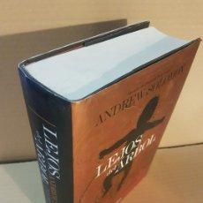 Libros de segunda mano: LEJOS DEL ÁRBOL : HISTORIAS DE PADRES E HIJOS QUE HAN APRENDIDO A QUERERSE . Lote 194732873