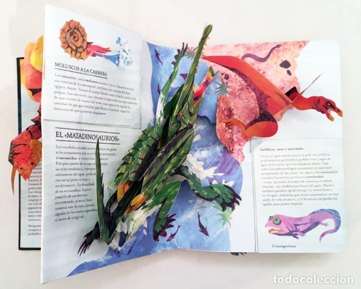 Libros de segunda mano: LIBRO DESPLEGABLE POP-UP - ENCICLOPEDIA PREHISTÓRICA, TIBURONES Y OTROS MONSTRUOS MARINOS - MONTENA - Foto 7 - 194906235
