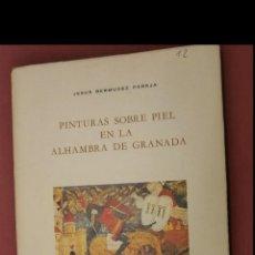 Libros de segunda mano: PINTURAS SOBRE PIEL EN LA ALHAMBRA DE GRANADA. JESUS BERMUDEZ PAREJA. Lote 194941803
