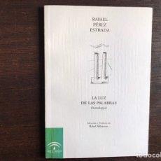Libros de segunda mano: LA LUZ DE LAS PALABRAS. RAFAEL PÉREZ ESTRADA. Lote 195062688