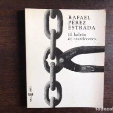 Libros de segunda mano: EN LADRÓN DE ATARDECERES. RAFAEL PÉREZ ESTRADA. Lote 195062891