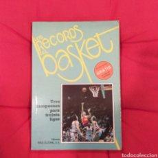 Libros de segunda mano: LOS RECORDS DEL BASKET. Lote 195185298