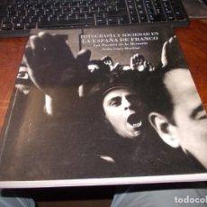 Libros de segunda mano: FOTOGRAFÍA Y SOCIEDAD EN LA ESPAÑA DE FRANCO. LAS FUENTES DE LA MEMORIA. PUBLIO LÓPEZ MONDÉJAR. 1996. Lote 195224317