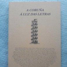 Libros de segunda mano: A CORUÑA Á LUZ DAS LETRAS. VARIOS AUTORES. 1ª EDICIÓN EN GALLEGO.. Lote 195295323