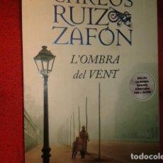 Libros de segunda mano: LA SOMBRA DEL VIENTO EN CATALAN. Lote 195299803