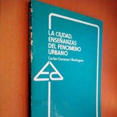 Libros de segunda mano: LA CIUDAD. ENSEÑANZAS DEL FENÓMENO URBANO. ANAYA, 1983.. Lote 195423356