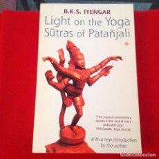 Libros de segunda mano: LÍGTH NO THE YOGA S?TRAS OF PATAÑJALI, BKS IYENGAS, EDIT. THORSONS 1993, 359 PAGINAS, EN RÚSTICA.. Lote 196520596