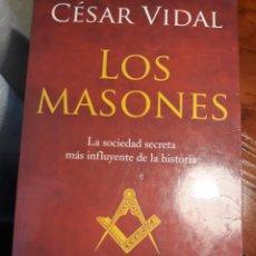 Libros de segunda mano: LOS MASONES . CESAR VIDAL . PLANETA. Lote 197841045