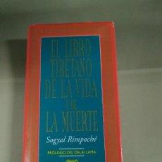Livros em segunda mão: EL LIBRO TIBETANO DE LA VIDA Y DE LA MUERTE - SOGYAL RIMPOCHÉ. URANO. Lote 197977090
