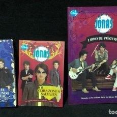 Libros de segunda mano: LOTE DE JONAS BROTHERS - 2 LIBROS Y LIBRO DE POSTERS Y POSTALES. Lote 200052871