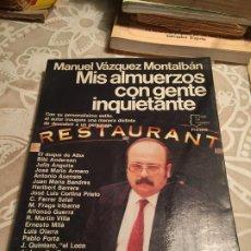 Libros de segunda mano: ANTIGUO LIBRO MIS ALMUERZOS CON GENTE INQUIETANTE POR MANUEL VÁZQUEZ MONTALBÁN AÑO 1984. Lote 200397978