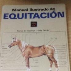 Libros de segunda mano: MANUAL ILUSTRADO DE EQUITACIÓN - CURSO DE INICIACIÓN - SALLY GORDON. Lote 200598876