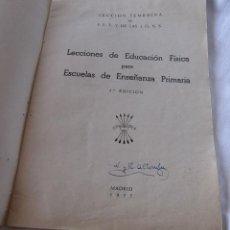 Libros de segunda mano: CANCIONES POPULARES PARA ESCOLARES. SECCION FEMENINA DE F.E.T Y DE LAS J.O.N.S. Lote 201221017