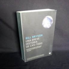 Libros de segunda mano: BILL BRYSON - UNA BREVE HISTORIA DE CASI TODO - RBA 2004. Lote 202698568