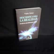 Libros de segunda mano: VLATKO VEDRAL - DESCODIFICANDO LA REALIDAD, EL UNIVERSO COMO INFORMACION CUANTICA - 2010. Lote 205118502