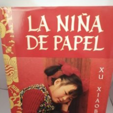 Libros de segunda mano: LA NIÑA DE PAPEL DE XU XIAOBIN. Lote 205689121