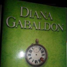 Libros de segunda mano: ATRAPADA EN EL TIEMPO, DIANA GABALDÓN, ED. SALAMANDRA. Lote 206215110